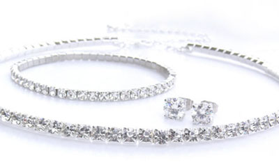 Free Swarovski Crystals Necklace, Bracelet and Stud Earrings