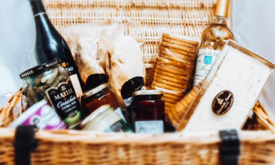 Win a Luxury Christmas Hamper Worth £335